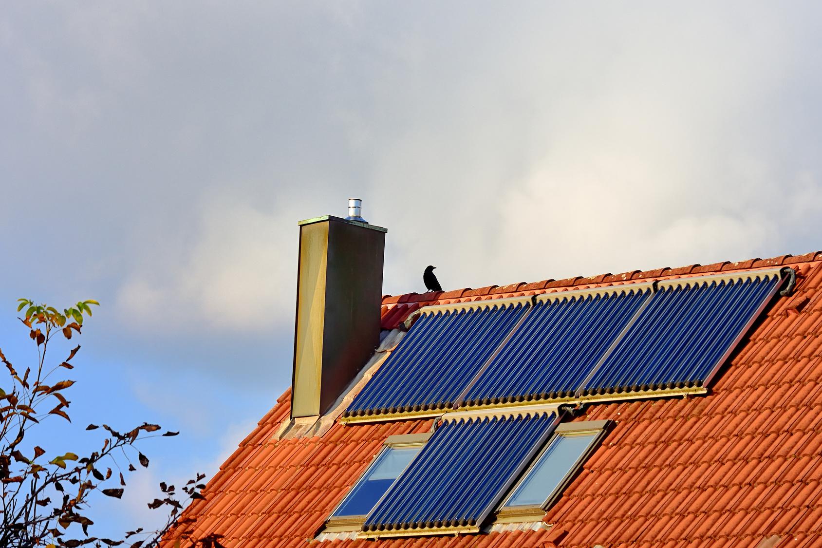 solar warmwasser heizen mit solarenergie energiedienste. Black Bedroom Furniture Sets. Home Design Ideas